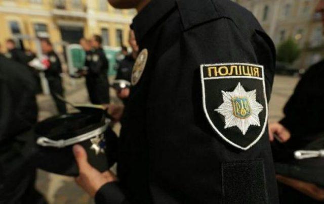 на бущині побили полійціянтів